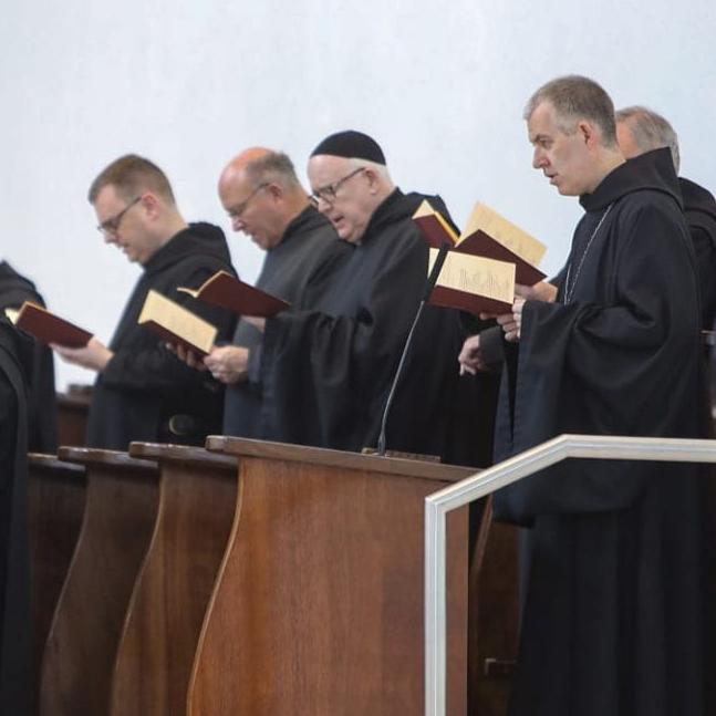 singing-monks